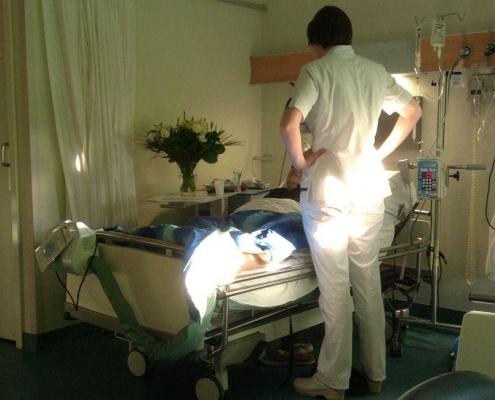 kanker-verpleegster-bed-patiënt