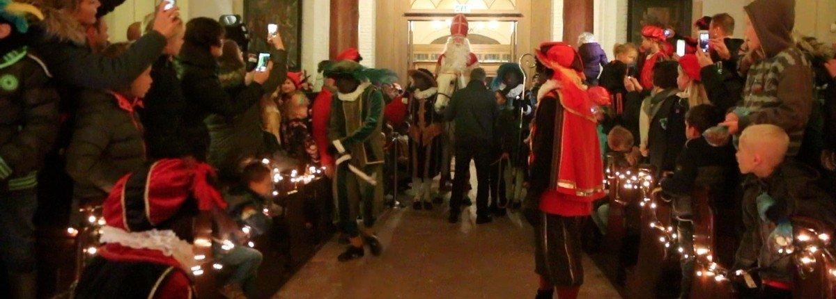 Sinterklaasfeest-paard-kerk-intocht