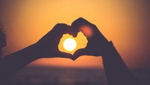 Passie-handen-zon-liefde-hart-muziek