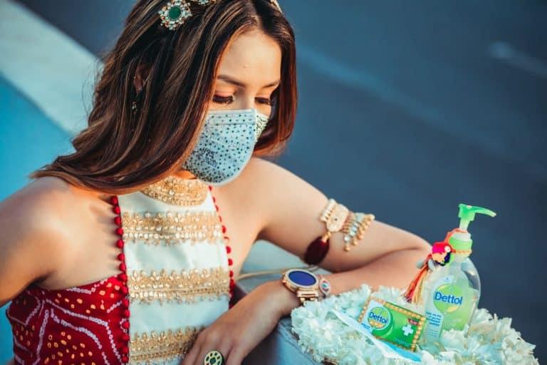 vrouw-masker-corona-